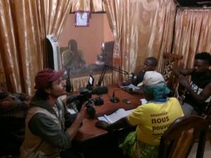 Con Mista Poa y las mujeres de FEPSI en la emisión de radio