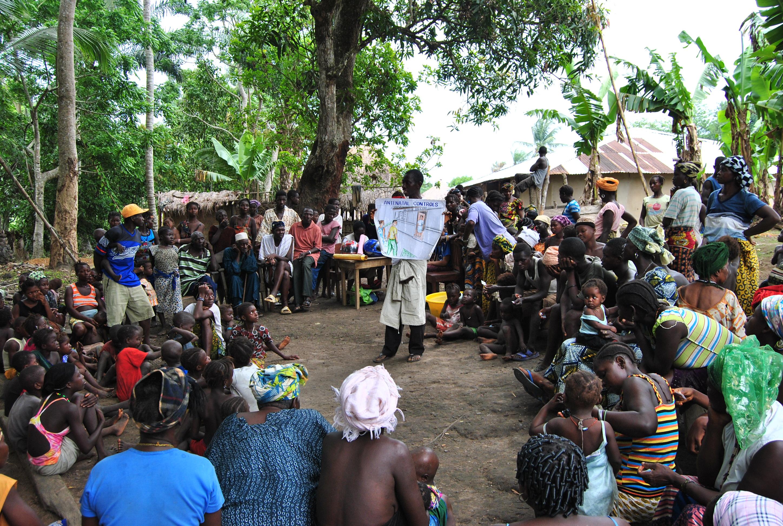 Charla de sensibilización sobre asistencia prenatal en Sierra Leona. Farmamundi.