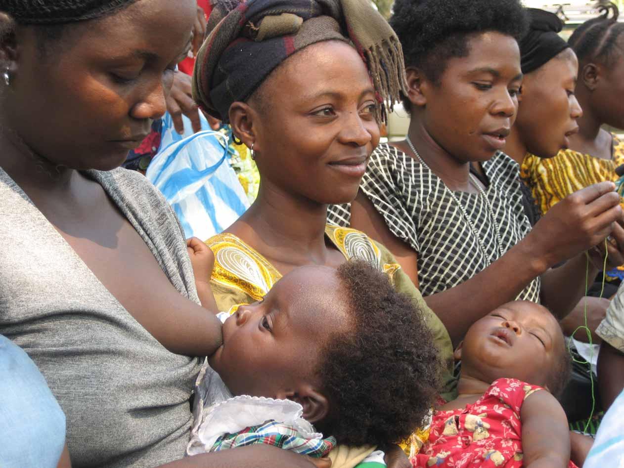 Charla de sensibilización a mujeres madres en RDCongo. /Farmamundi