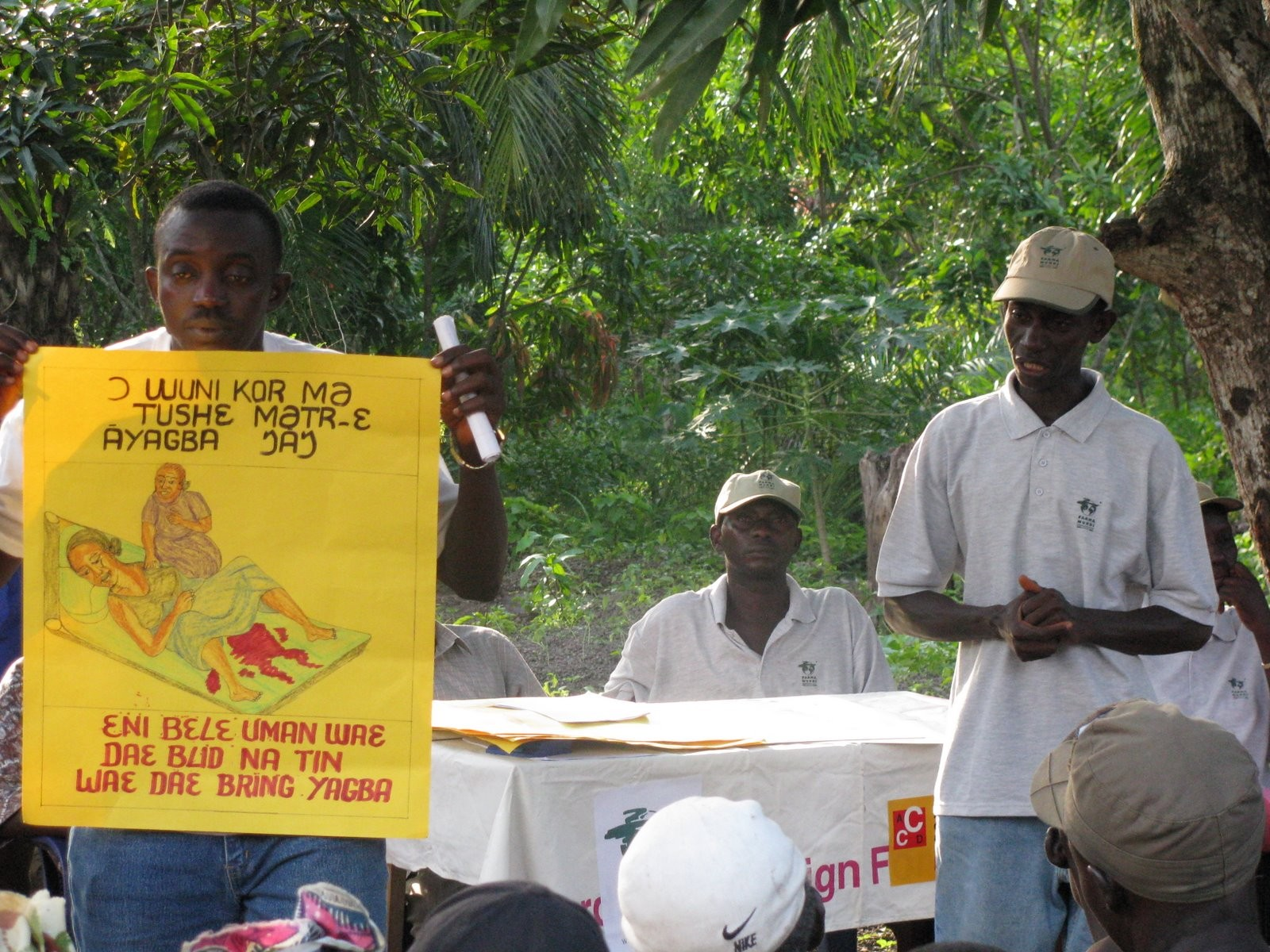 Charla de sensibilización sobre atención a mujeres embarazadas, en Sierra Leona. /Farmamundi
