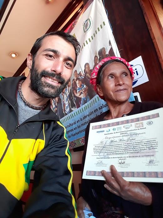 Entregando diplomas en Santa Eulalia.