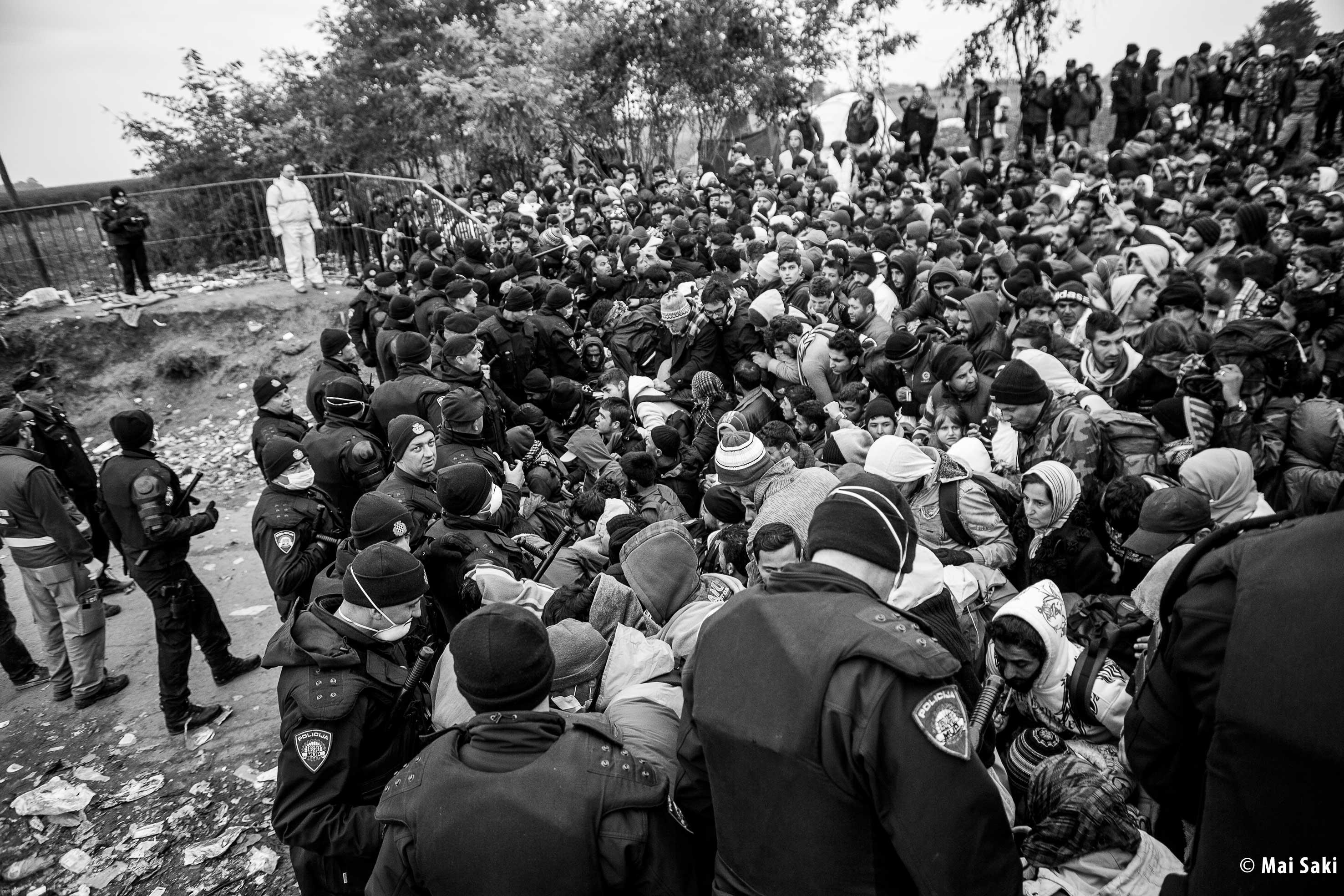Refugiados sirios Serbia-Berkasovo. Foto Mai Saki