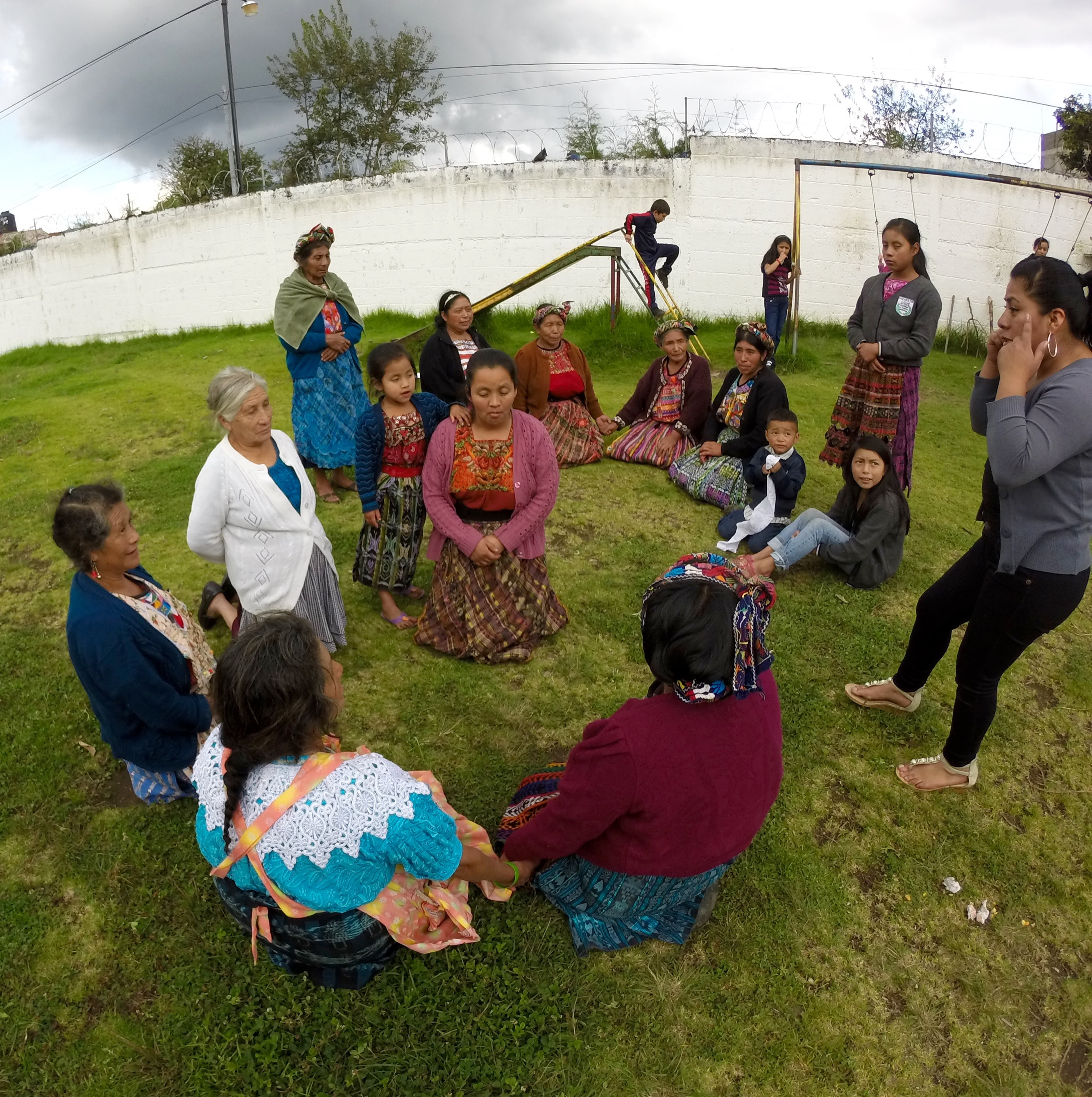 Formación en maternidad sana en Santa Cruz de Barillas.