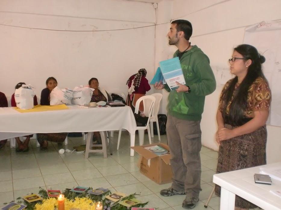 Explicación del material de reparto en San Juan Ixcoy